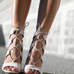 Летните обувки – лекота и блясък на външния вид